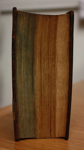 The blank paper is visible at the right-hand side of the fore-edge (Balliol College Library shelfmark 905 a 2) (Photograph by Lucy Kelsall)